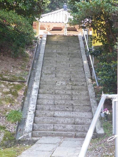 滝谷薬師堂 階段