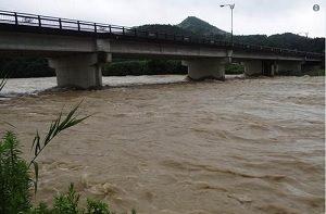 新潟 大雨 大雨による三条市の下田地区や五十嵐川の写真 2017年7月18日 ケンオー・ドットコム Twitter