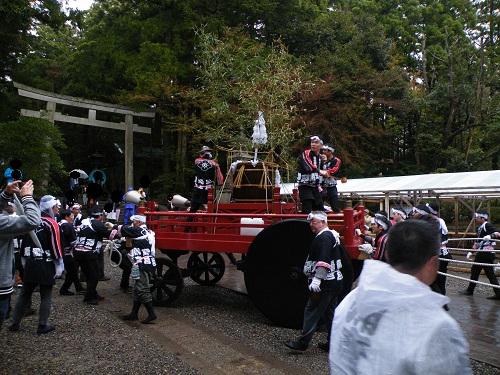 弥彦神社に湯曳き車