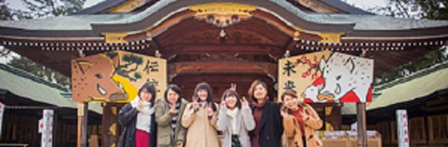 2019年イノシシ・新潟デザイン専門学校の学生デザインの大絵馬が護国神社に飾られる
