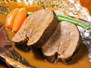 地酒Bistro kakaのイチ推しメニューは、牛タンのシチュー赤ワインもろみソース 新潟市中央区駅南