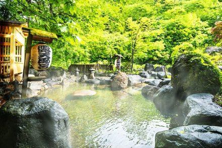 貝掛温泉の露天風呂 新潟県湯沢の温泉宿 目の温泉で有名
