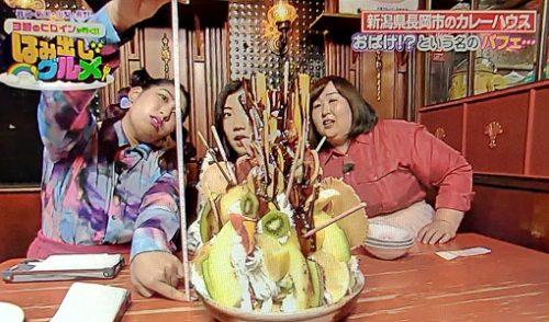 3時のヒロインがはみ出しグルメを紹介! カレーショップモカ 超大盛り おばけパフェ 新潟県長岡市