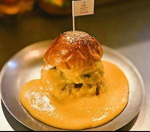 とろろ+チェダーチーズをたっぷりかけたバーガー ぼくのきち 新潟市
