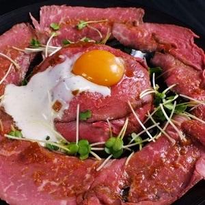 盛りすぎローストビーフ丼 イタリア創作料理酒場 いただき 新潟市中央区
